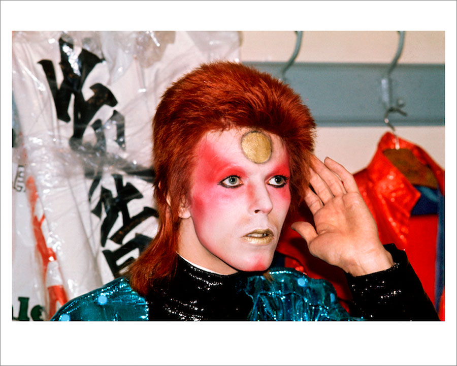 Bowie, Backstage, Hand To Ear, 1973 ©MickRock
