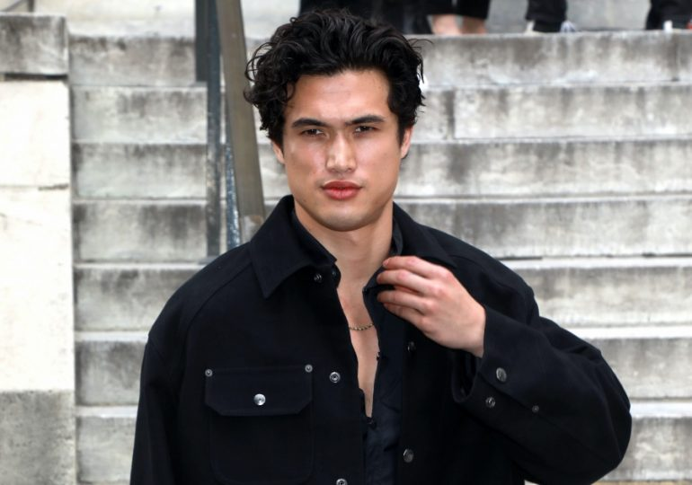 charles melton foto getty images