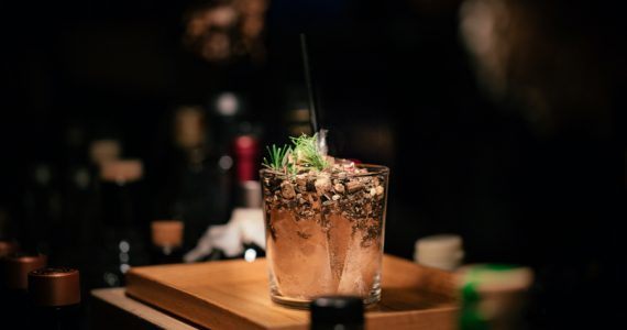 cinco cocteles de invierno ash-edmond-unsplash