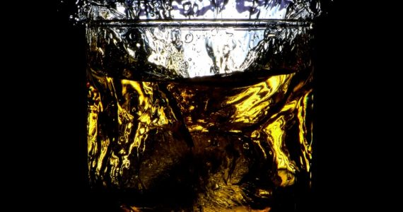 Botella de whisky subastada-unsplash