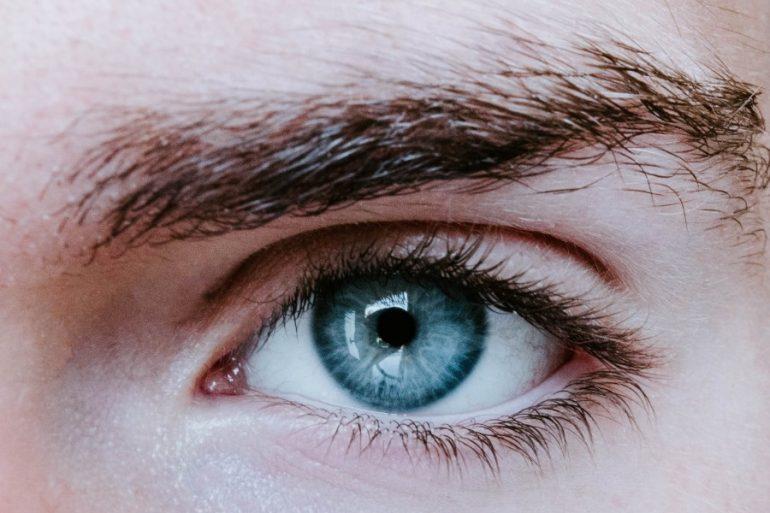 cejas de los hombres-unsplash