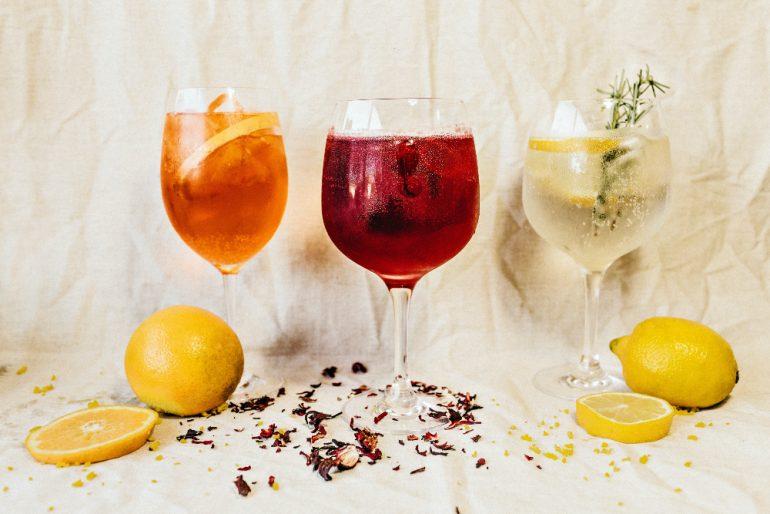 como-hacer-cocteles-con-gin-Foto-jonathan-borba-unsplash