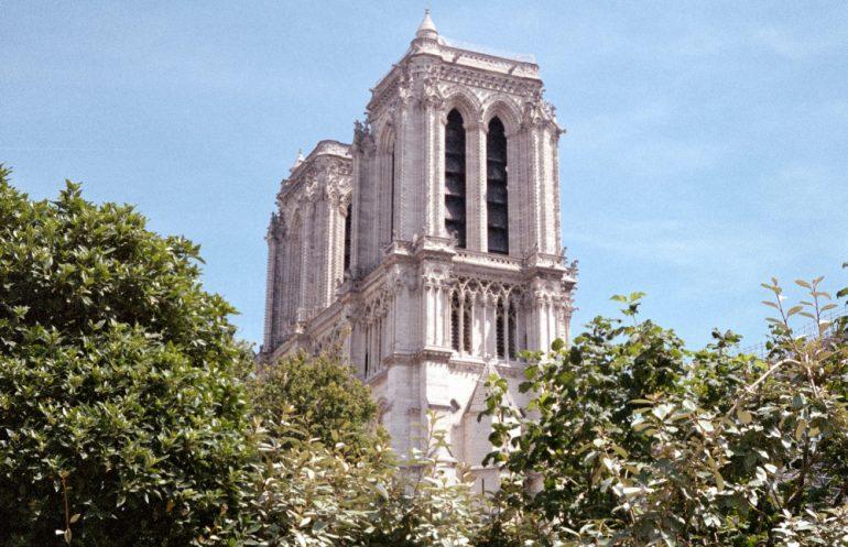 un-año-del-Incendio-de-Notre-Dame-Foto-wolf-zimmermann-unsplash
