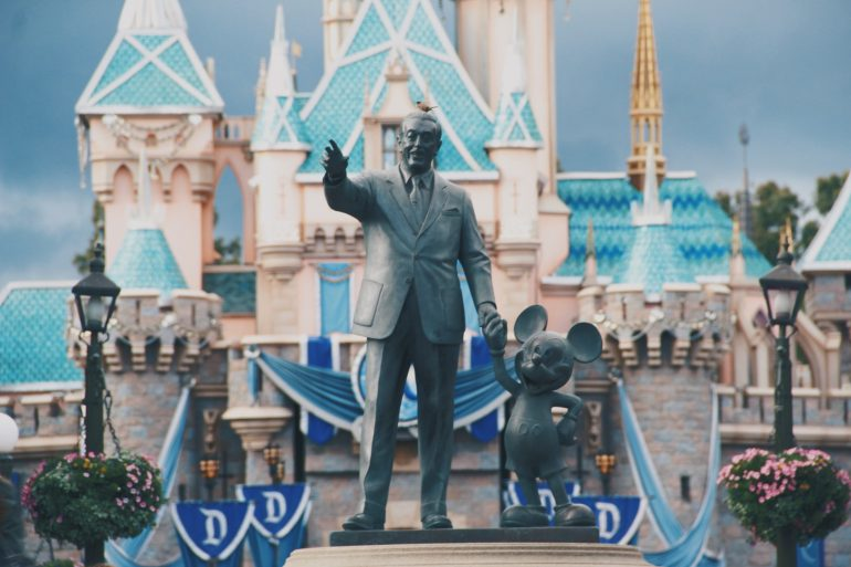 Disneyland-Shanghai-agota-sus-boletos-travis-gergen-unsplash