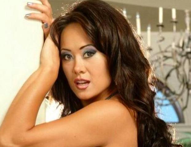 actrices-porno-altamente-educadas-foto-asia-carrera-instagram