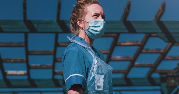 Enfermera usa lencería en lugar de uniforme y lucha contra COVID-19 Foto: Unsplash