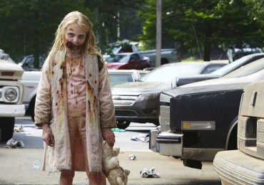 Sexy cambio de la niña zombie de The Walking Dead