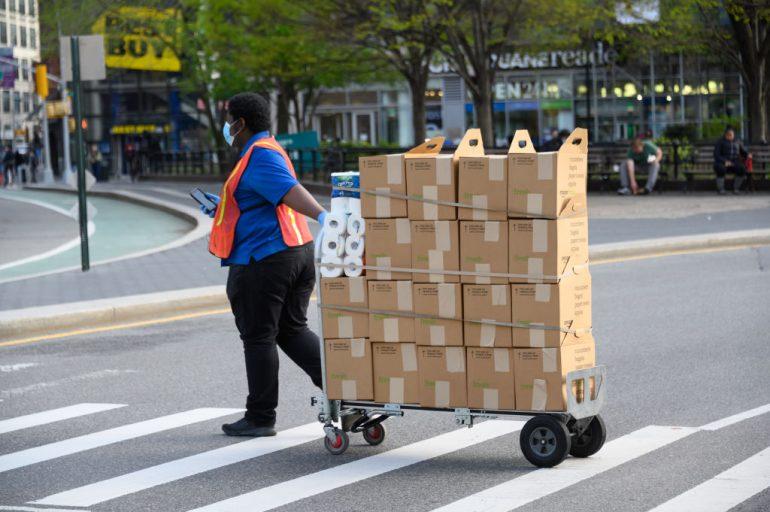 empleados de amazon demandan por exposición a coronavirus