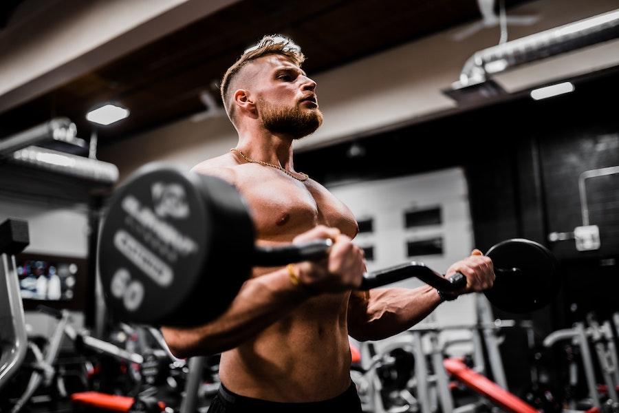 Ejercicios de peso muerto problemas de espalda pesas