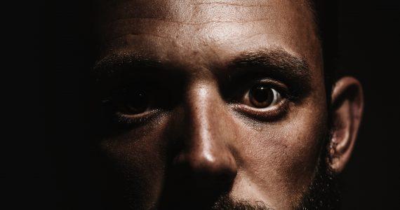 ojo-biónico-podría-restaurar-la-visión-alexander-andrews-unsplash