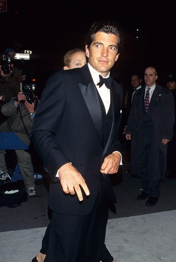 john f. Kennedy jr. estilo guapo Jackie kennedy