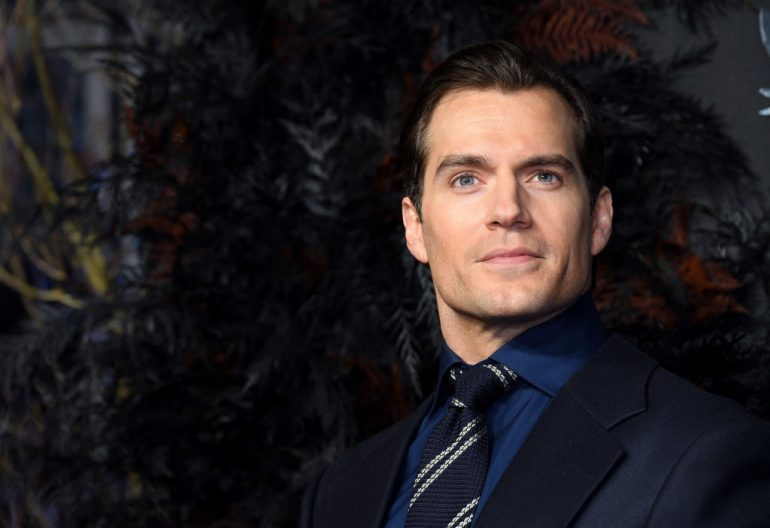 Henry Cavill como Batman The Witcher Superman