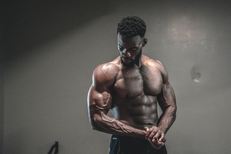 bíceps enormes con 300 repeticiones