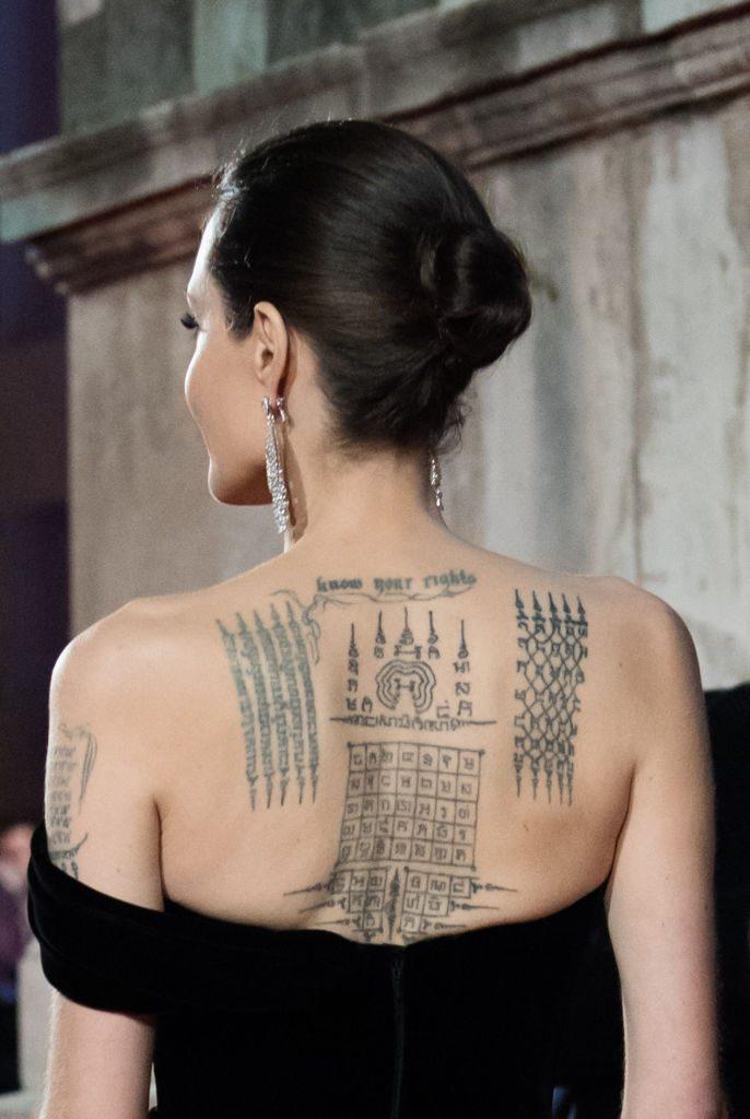 tatuajes-angelina-jolie-espalda-significado