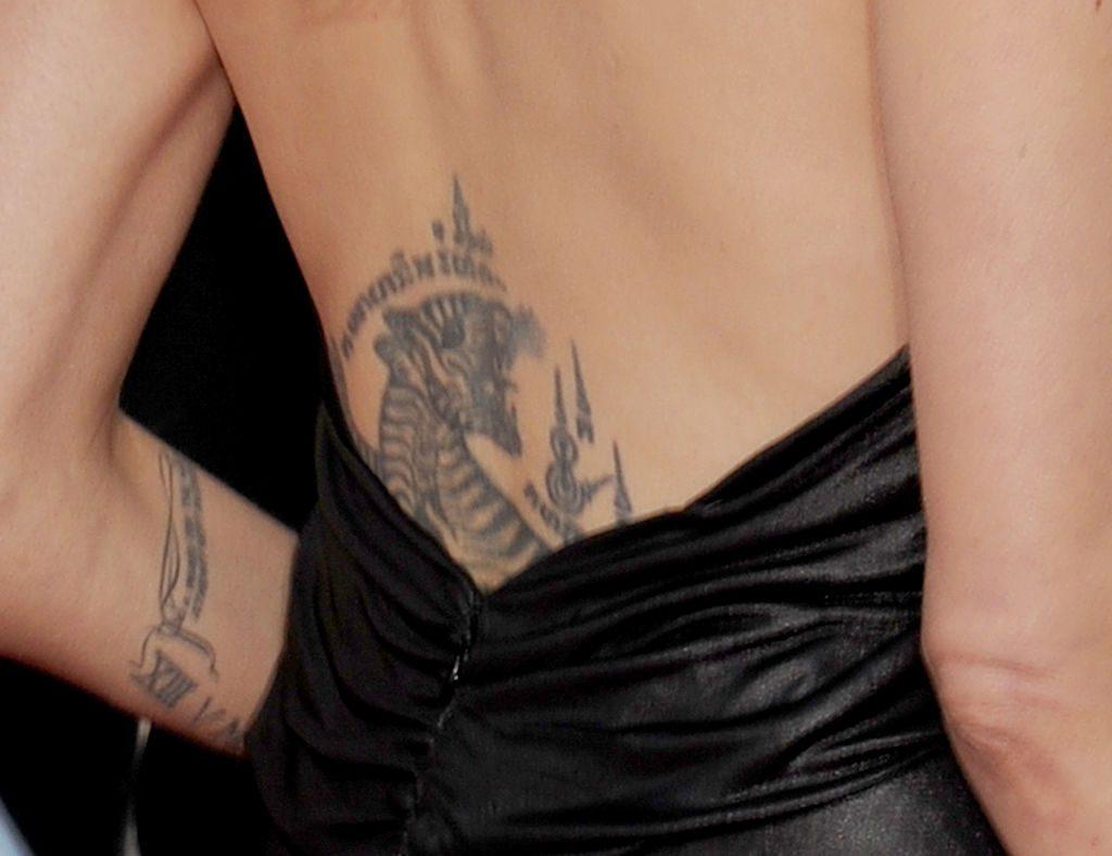 angelina jolie significado espalda tigre