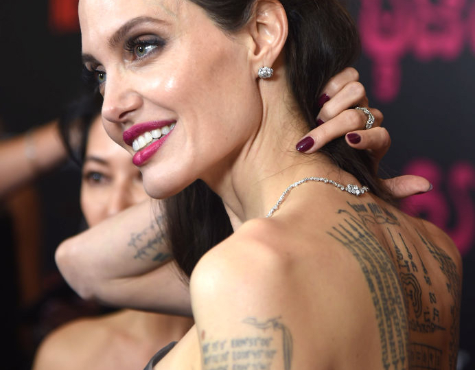 tatuajes angelina jolie significado hombro-2
