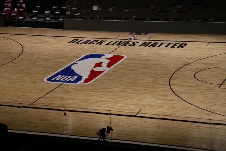 NBA aplaza la temporada LeBron James