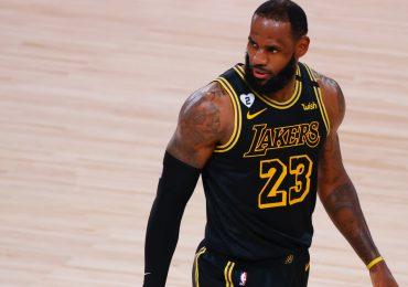 los laker fuera de los playoffs LeBron James