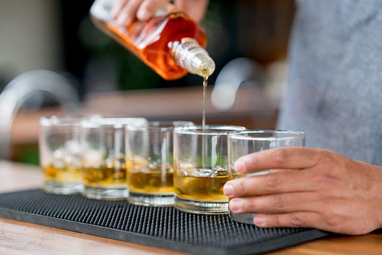 -botellas-de-ron-para-preparar-los-mejores-tragos
