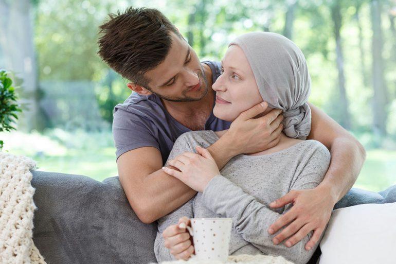 Cómo debe acompañar el hombre a una mujer amada que padece cáncer de mama