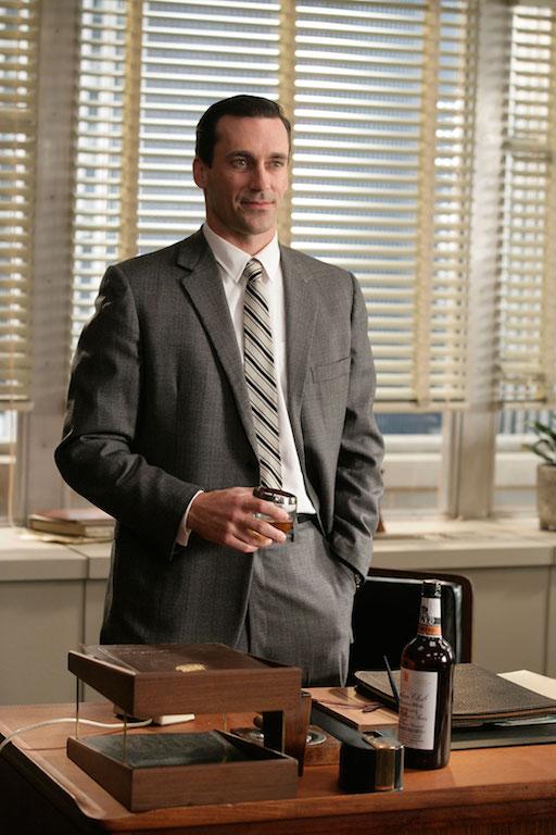 Cómo vestirse como Don Draper whisky