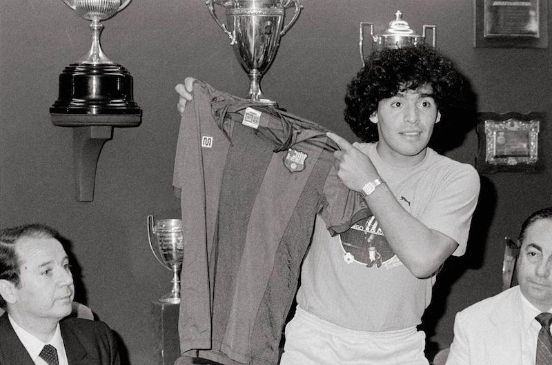 Muere Maradona Iniesta