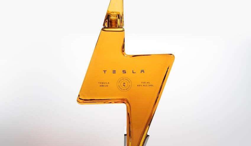 Tesla Tequila botella