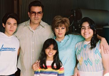 Quién es Abraham Quintanilla en Selena de Netflix foto familiar