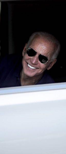 Joe Biden estilo ray ban