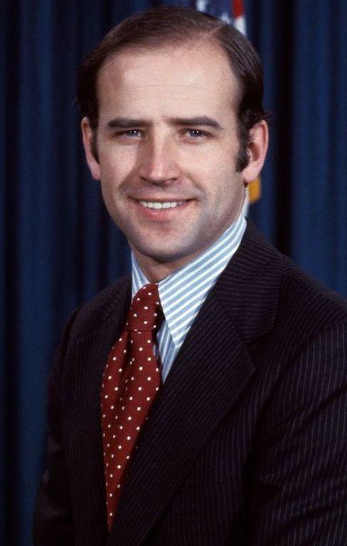 Joe Biden estilo traje