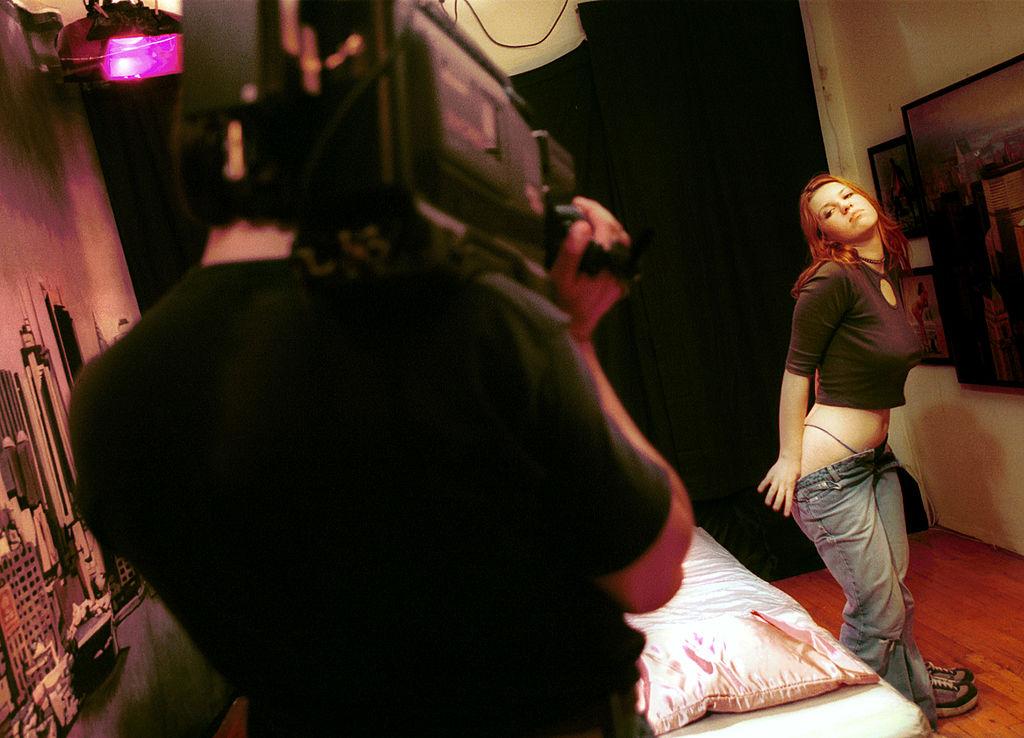 Actriz porno grabando escena