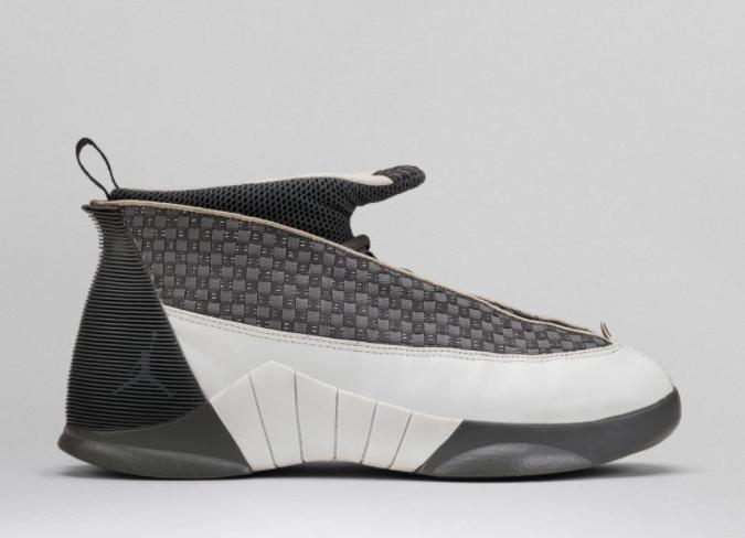 Zapato de basketball Gris con blanco