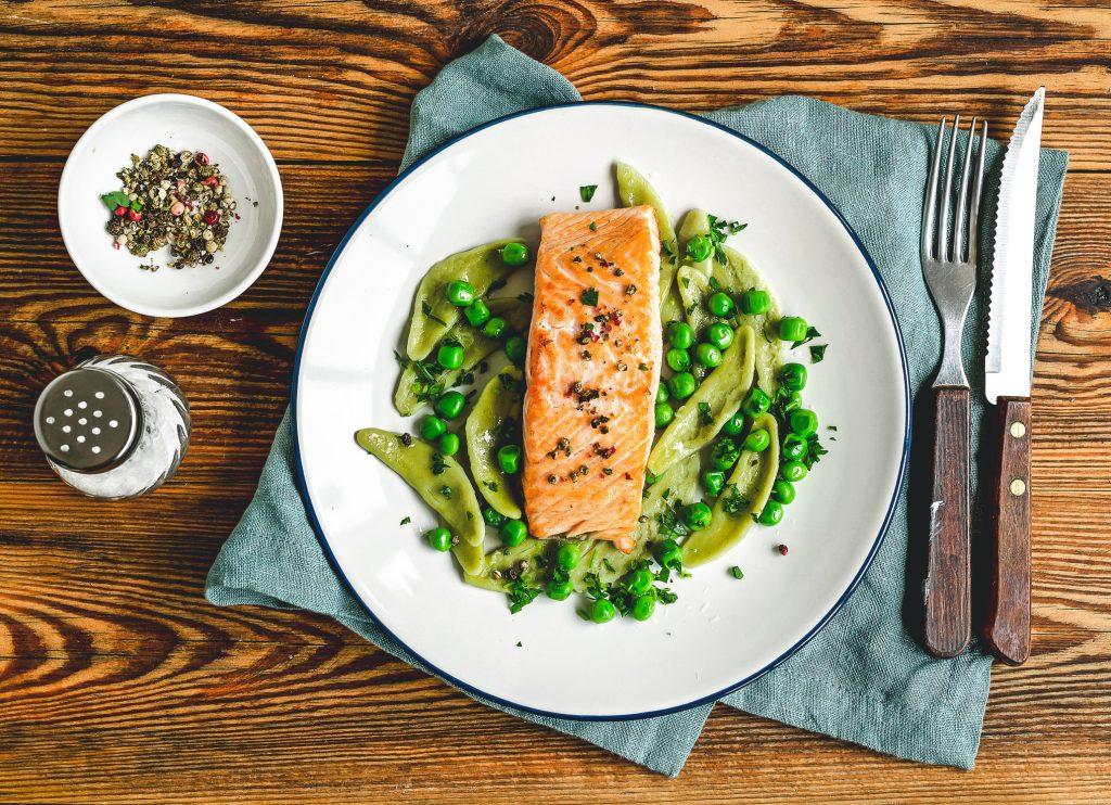 Cómo ganar masa muscular alimentación salmón