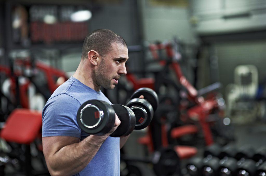 Ejercicios e mancuerna para ganar masa muscular en los brazos