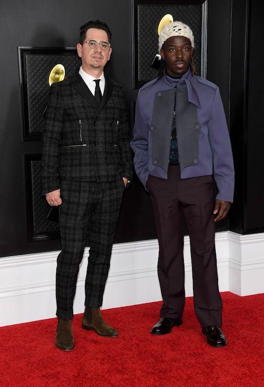 Hombres mejor vestidos en los grammy 2021 Eric Burton