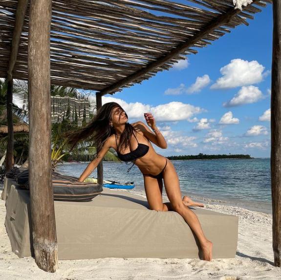 Mia Khalifa en la playa actrices porno