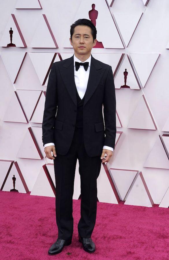 Hombres Mejor Vestidos Oscars Steven Yeun