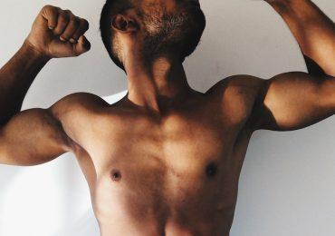 Cómo eliminar senos masculinos ejercicios