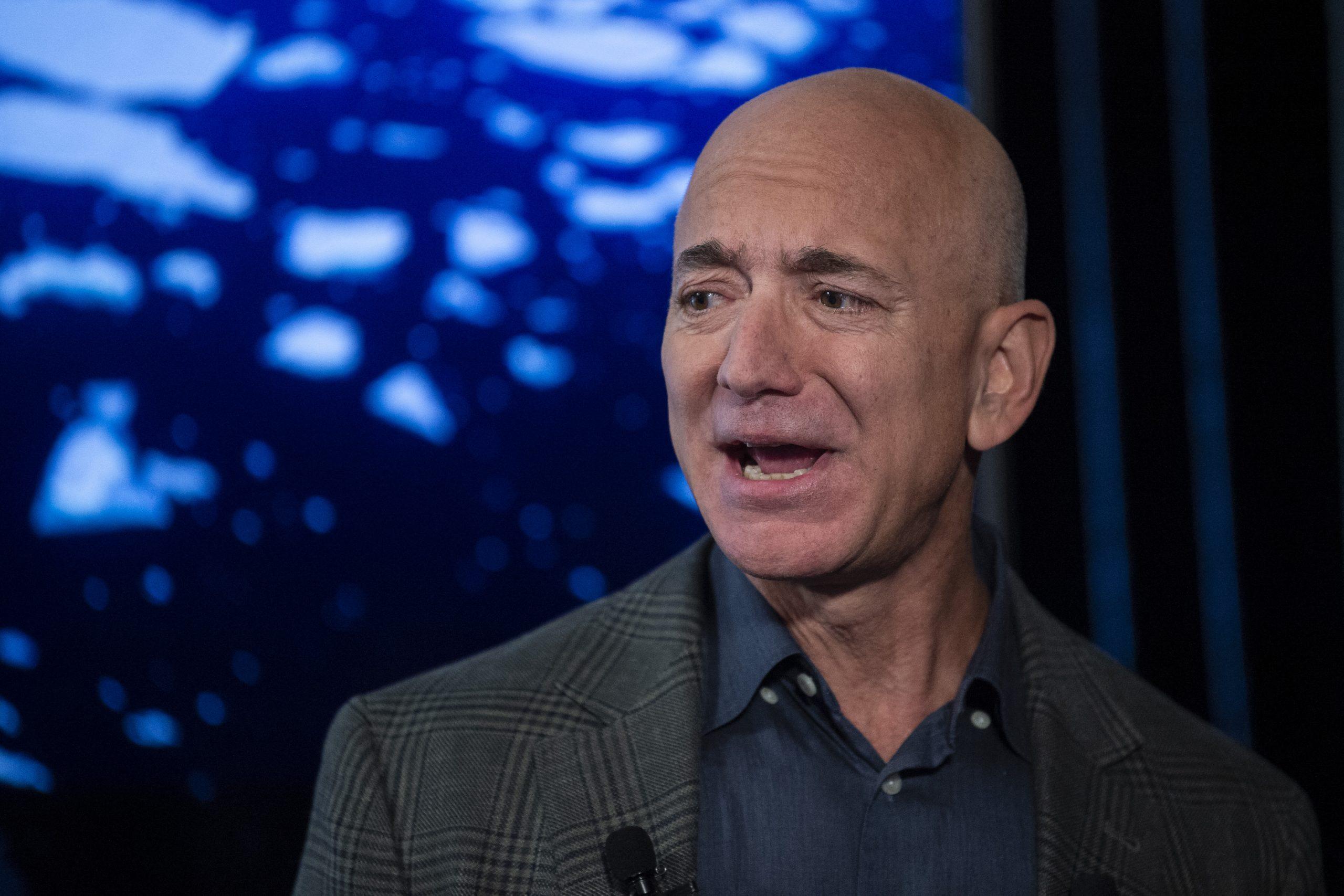 Jeff Bezos deja su puesto en Amazon