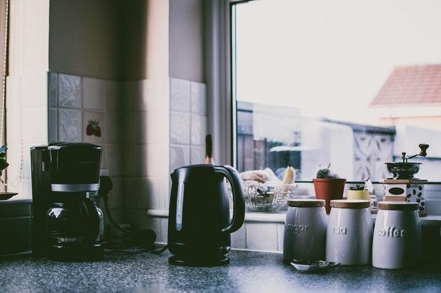 cafetera en una cocina
