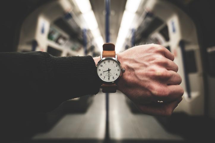 reloj de pulsera análogo
