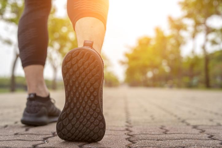 beneficios de caminar 100 mil pasos